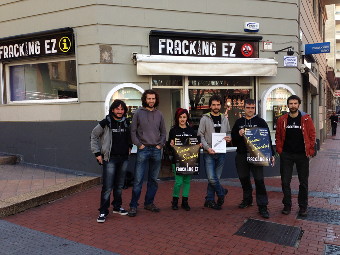 Martxan da EAEn frackinga debekatzeko sinadura-bilketa kanpaina